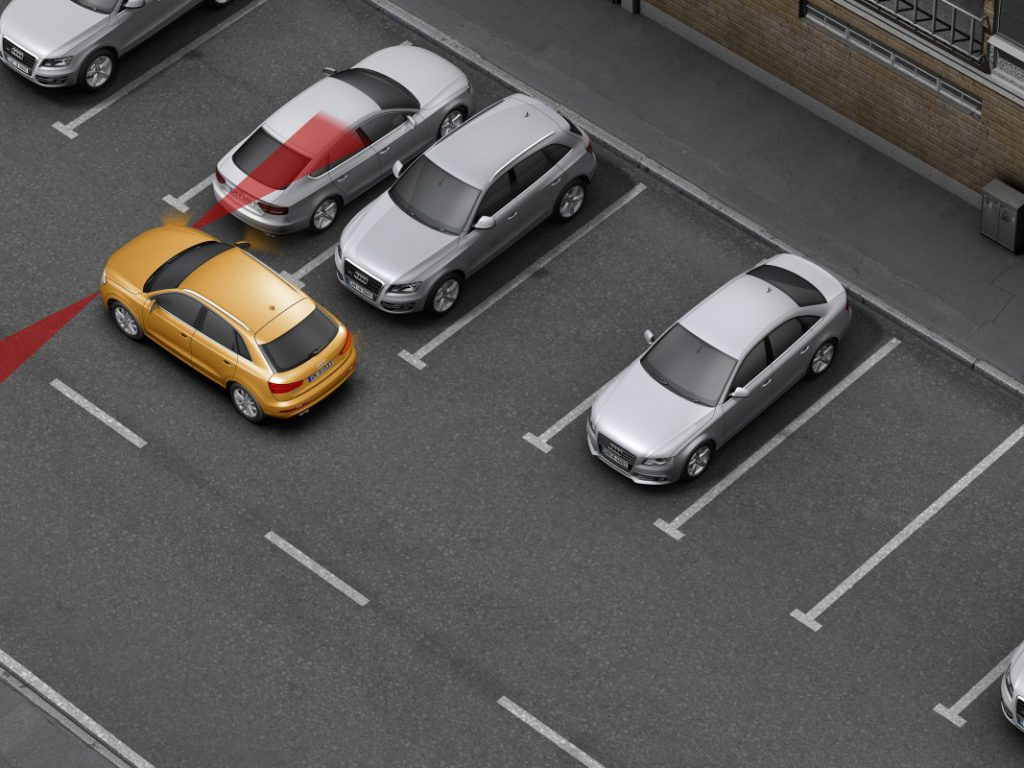 Движение задним ходом на парковке