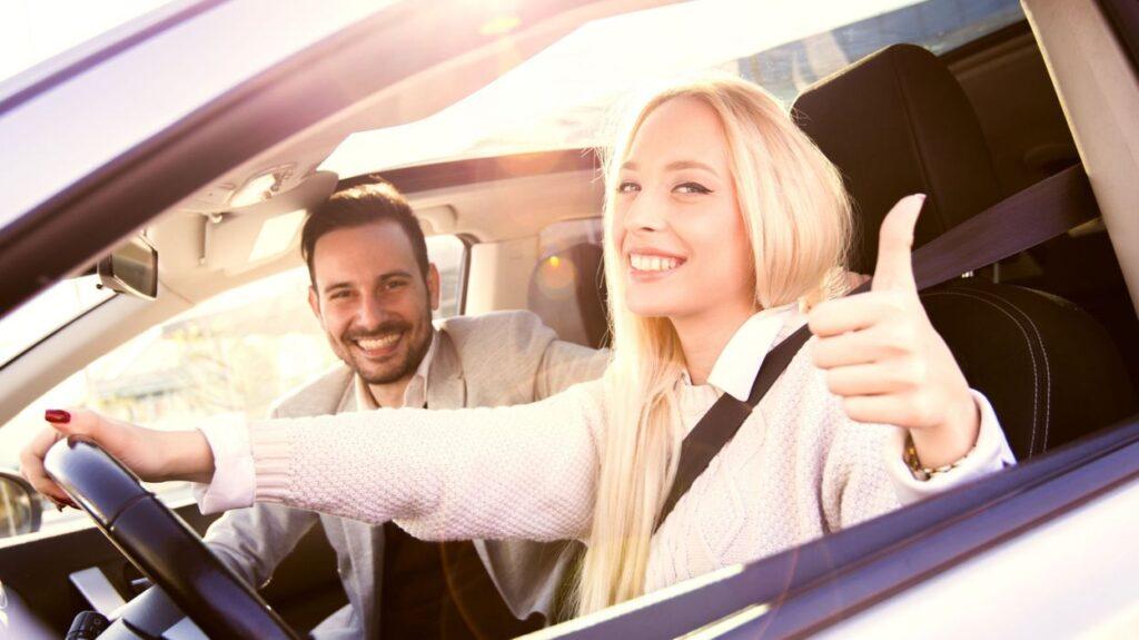 Супруги не только вместе пользуются общим автомобилем, но и принимают обоюдное решение о его продаже. С этой целью нужно оформить согласие, заверить его у нотариуса.
