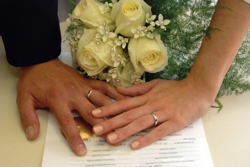 Двойная фамилия регистрируется одновременно с заключением брака, либо в ходе семейной жизни